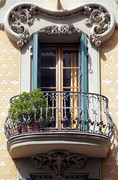 Bring the Warmth of the Italian Countryside Into Your Home With Easy Tuscan Kitchen Decor Ideas Art Nouveau Architecture, Beautiful Architecture, Art And Architecture, Architecture Details, Iron Balcony, Barcelona, Balcony Design, Iron Doors, Architectural Features