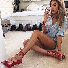 Instagram media louxeres - #legsgame #streetstyle #streetfashion #style #fashion #shoes #shoegame #body #friends #kyliestyle #kyliejenner #kendalljenner #kimkardashian #khloekardashian #kyliejennerstyle #jeans #fitness #iphone #iphone4 #iphone5 #iphone4s #iphone5s #iphone6 #gold #fashionista #blogger