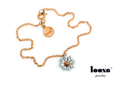 """Pulseira da coleção Verão Looxe: """"É um maravilhoso mundo em flor!"""" #looxe #looxejewelry #jewelry #novacoleção #mundoemflor #flor#natureza #moda #luxoquotidiano // Bracelet Looxe Summer collection: """"It's a wonderful world in flower! """" #looxe #looxejewelry #jewelry#newcoleccion #wonderfulinflower #flower #nature #fashion #dailylifeluxury PULL4977"""