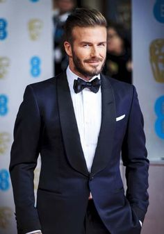 Awesome 35 Magnificient David Beckham Outfits Style Ideas That You Need To Know Blue Tuxedo Wedding, Navy Blue Wedding Theme, David Beckham Suit, David Beckham Style, David Beckham Wedding, Black Suit Black Shirt, Navy Blue Tuxedos, Designer Suits For Men, Tuxedo For Men