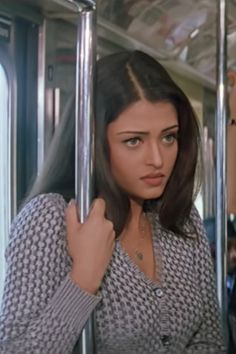 Aishwarya Rai Makeup, Aishwarya Rai Young, Aishwarya Rai Photo, Actress Aishwarya Rai, Indian Bollywood Actress, Bollywood Fashion, Indian Actresses, Bollywood Makeup, 90s Inspired Outfits