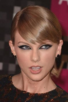 MTV VMAs best beauty, hair and makeup looks—Taylor Swift
