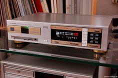 Vintage audio Pioneer P-D70 CD player (fb)