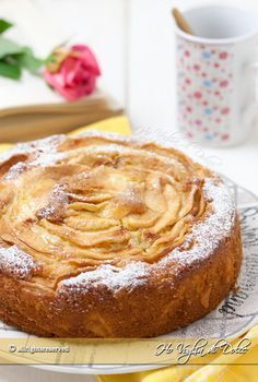 La torta di mele e mascarpone ricetta facile, veloce, senza burro e olio. Un dolce morbidissimo grazie al mascarpone, soffice, perfetto per la merenda.