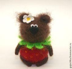 Медведь Ягодка - красный,коричневый,зеленый,медведь,мишка,медвежонок
