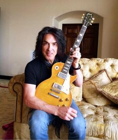 Paul Stanley's latest Les Paul, a that once belonged to Ted Turner of Wishbone Ash. Paul Stanley Guitar, Vintage Les Paul, Gibson Guitars, Fender Guitars, Music Genius, Kiss Band, Hot Band, Gene Simmons, Guitar Collection