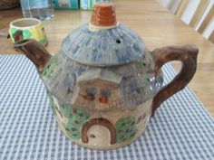 Sweet! Large vintage cottage tea pot   the Teapots Collectionary