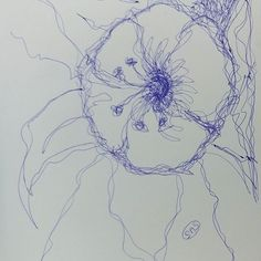 #Flower #linedrawing #continuousline #pretty #artistoninstagram #artoninstagram #artisessentialsas #dailydoodle #doodleaday #dowhatyoulove #paintingonheartsideofbrain #susanneszippl
