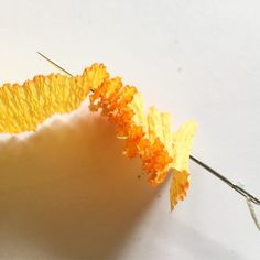 How to make Marigold paper flower - The Paper Heart How to make marigold flower from crepe paper, paper wire and glue. Marigold paper flowers for home decoration, very good for travellers. Mexican Paper Flowers, Paper Flowers Craft, How To Make Paper Flowers, Crepe Paper Flowers, Flower Crafts, Diy Flowers, Paper Garlands, Fish Crafts, Paper Roses