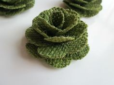 12 Burlap Flowers Moss Green Rustic Wedding by AntoBoutique Twine Flowers, Fabric Flowers, Burlap Crafts, Diy Crafts, October Crafts, Craft Projects, Craft Ideas, Handmade Flowers, Flower Crafts