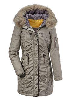 Jacke, Tamaris.   Bei dieser schönen Jacke freut man sich schon jetzt auf den Winter. Die Winterjacke ist kuschlig warm wattiert, figurbetonende Absteppung und Tunnelzug in der Taille. Die Kapuze mit Pelzimitatbesatz ist durch Druckknöpfe leicht abzunehmen. Die vielen Taschen bieten genügend Stauraum und an den Ärmeln sorgen eingearbeitete Strickbündchen dafür, dass keine Kälte eindringen kann....