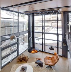 Meanwhile, the operable six-meter, garage-like door makes an open-feeling space actually open up out into the yard on demand as well.