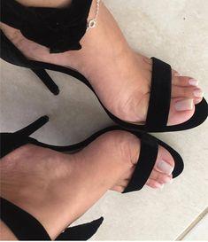 "872 Me gusta, 6 comentarios - @camfeet en Instagram: ""@coisas_carol #littlefeet #soles #solinhas #footfetishnation #sexyfeet #cutefeet #podo #podolatria…"""