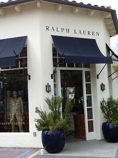 This kind of awning facade is truly an extraordinary design principle. Cafe Exterior, Exterior Paint, Exterior Design, Front Door Awning, Window Awnings, Cafe Design, Store Design, Shop Awning, Ralph Lauren Store