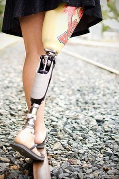 Prosthetic leg...with jandals coooooool