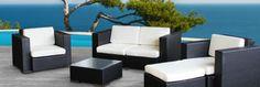 Rattanmöbel sind beliebt, und das nicht ohne Grund: Zieren sie doch etliche Wohnzimmer, Terrassen und Gärten und strahlen dabei noch viel Gemütlichkeit aus. Kombiniert mit einem Sonnenschirm und den passenden Sitzkissen werden Stühle, Sessel & Tisch zu einer grossartigen Sommerlounge.