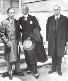 On May Alfred P. Sloan (center) became president of General Motors. 1920s Photos, Old Photos, Charleston Dance, Chevy, Chevrolet, Women Right To Vote, Tomb Kings, Somewhere In Time, History Of India