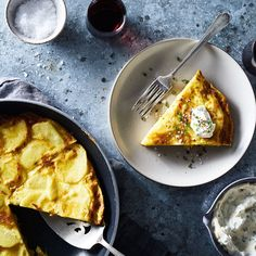 A Simpler (No Flip!) Spanish Tortilla With an Even Simpler Aioli - Cheater's Tortilla Española Food Out, Good Food, Vegetarian Recipes, Cooking Recipes, Egg Recipes, Yummy Recipes, Spanish Dishes, Spanish Recipes, Mexican Dishes