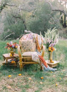Bohemian boho wedding decor| photo booth area with chair. Photography: Mariel Hannah Photography
