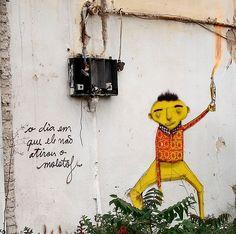 ''Os Gêmeos'' é uma dupla de irmãos (Otávio e Gustavo Pandolfo) grafiteiros de São Paulo.  Os trabalhos da dupla estão presentes em diferentes cidades. Os temas vão de retratos de família à crítica social e política. // ''Twins'' is a pair of brothers (Otavio and Gustavo Pandolfo) graffiti in Sao Paulo. Topics range from family portraits to social and political criticism.