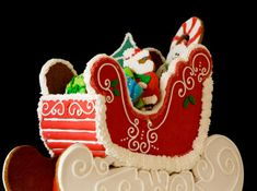 The gingerbread sleigh is a really neat idea if you want to add cookies, candies, or chocolates to your piece.
