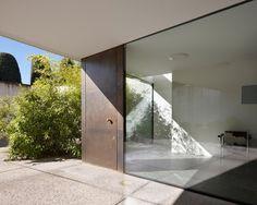 Villa Design, Loft Design, Entrance Design, Entrance Doors, Architecture Details, Interior Architecture, Mid Century Design, Windows And Doors, Ramen