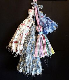 Diy Tassel : DIY Make Shabby Fabric Tassels handmade earrings, choker and women soks Fabric Art, Fabric Crafts, Sewing Crafts, Sewing Projects, Scrap Fabric, Sewing Diy, Diy Tassel, Tassels, Arts And Crafts Projects
