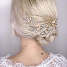 Tocados de cristal y metal archivos - hip&love Headpiece Wedding, Bridal Headpieces, Gold Hair, Silver Hair, Bridal Hair Vine, Wedding Hair Pieces, Bride Hairstyles, Hair Jewelry, Blue Opal