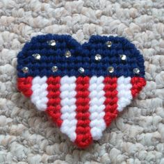 Patriotic Heart - pretty with the rhinestones Plastic Canvas Coasters, Plastic Canvas Ornaments, Plastic Canvas Crafts, Plastic Canvas Patterns, Patriotic Crafts, Americana Crafts, Plastic Mesh, Crafts For Seniors, Diy Patches