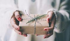 Каждый подарок должен быть продумал до мелочей, начиная от подарочной коробки и заканчивая как его преподнести ...