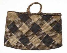 ME000525 Kete Whakairo (bag)
