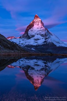 Firat Glow - First glow on an october morning at Riffelsee; The Matterhorn in Switzerland by Roland Moser Beautiful Sky, Beautiful Landscapes, Beautiful World, Beautiful Places, Zermatt, Mountain Photography, Nature Photography, Nature Pictures, Amazing Nature
