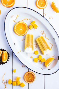 Dit is een recept voor splitijsjes, maar dan net even anders. Uiteraard veel gezonder met plantaardige yoghurt, banaan, mango en sinaasappel. Enjoy!