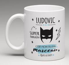 """Il n'est pas toujours évident de trouver un cadeau personnalisé à offrir au parrain. Voici le mug personnalisable pour un cadeau au parrain """"super héro""""."""
