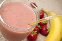 Smoothies are a quick, refreshing and tasty way to fill up your stomach. It has been proven that smoothies, when used as an alternative for unhealthy snacks can help you lose substantial weight over t ... http://latesthealthreviews.com/strawberry-banana-diet-smoothie-recipe-to-help-you-lose-weight/