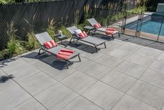 Modern backyard with pool Rinox Proma Quadra slab