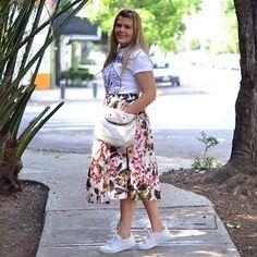 ¡Feliz cumple a mí y a mi blog! 💕💃🏼 gracias por sus mensajitos y muestras de cariño 😍 les comparto mi look del día ya estoy estrenando falda y me voy a comer un asadito con mi familia ¿Ustedes que me cuentan? ¿Que harán?? ¡Feliz Domingo! #bloggerargentina #bloggermexicana #mexicanblogger #bloguerasmexicanas #springoutfit #midiskirt #likeforlike #likeback #like4like #hbd #feliz #happy #whitwbag #adidassuperstar #adidassuoerstaroutfit #fashion #moda #blogtrends #blogdemoda…