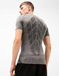 Camiseta sport sin costuras. Descubre ésta y muchas otras prendas en  Bershka con nuevos productos 254635c59acf2