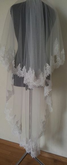 FREEE Shipping Royal alecon lace wedding veil ivory by LuxuriaFata
