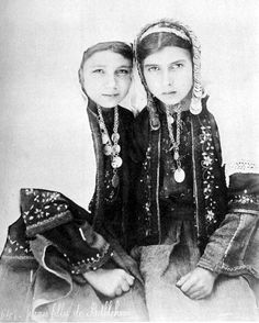 Palestinian girls in traditional Bethlehem dress, pre 1885