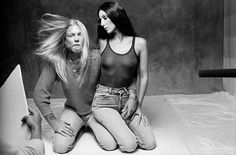 You may know Norman Seeff from his amazing portrait photos of famous celebrities like Tina Turner or The Rolling Stones. The Los Angeles-based photographer is a true legend and is known for capturing celebrities at the peak of their career. Norman, Britney Spears, Rock And Roll, Denim Blog, Morrison Hotel, Cher Bono, Pose, Nostalgic Images, Allman Brothers