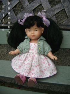 GILET : un bonus pour se faire plaisir ! Barbie Et Ken, Doll Patterns, Crochet, Flower Girl Dresses, Victoria, Knits, Knitting, Dolls, Jouer