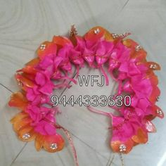 Hair Tips, Hair Hacks, Hair Decorations, Bridal Flowers, Garlands, Fresh Flowers, Flower Designs, Bridal Hair, Bangles
