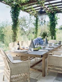 Beautiful outdoor setting with cane chairs. Loving this look.
