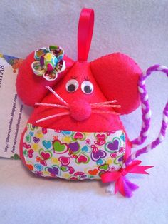 NUEVOS RATONCITOS PEREZ | Manualidades Christmas Crafts, Christmas Ornaments, Felt Hearts, Projects To Try, Coin Purse, Sewing, Holiday Decor, Fabric, Ratatouille