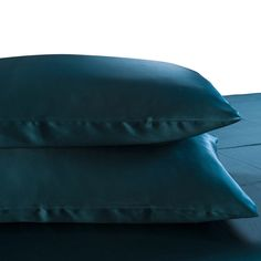 19 Momme Seamless Silk Bedding Set Dark Teal (3)   http://www.snowbedding.com/   Snow Bedding offers a wide range of silk bedding products: silk filled duvet/ comforter, silk pillows, silk sheets, silk bedding sets in different styles and colors.  #silkbedding #silksheets #silkluxurybedding #silkbeddingsets #luxurybedding #chinesesilkbedding #satinbedding #silkcomforters #silkbeddingcostco