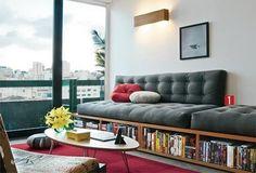 ソファーの本棚