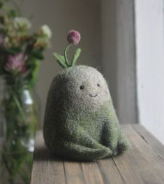 Moscow-based artist Nastasya Shuljak has grown up in nature, enjoying the natural world around her. Now, she's creating miniature wool sculptures of small animals and other cute creatures, and her rich childhood is really visible in her works. The Animals, Felt Animals, Small Animals, Wet Felting, Needle Felting, Felt Bunny, Needle Felted Animals, Designer Toys, Cute Creatures
