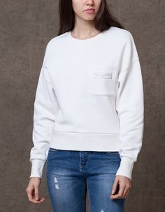 Cropped patch sweatshirt