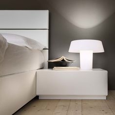 The Awesome of Corner Nightstand for Your Bedrooms — Ideas Roni Young Corner Furniture, Black Bedroom Furniture, House Furniture, Vintage Nightstand, White Nightstand, Corner Dresser, Folding Closet Doors, Bedroom Corner, Bedroom Night Stands